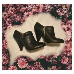 ✨MICHAEL KORS leather black Booties✨